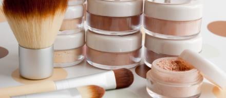 化粧直しに使えるプレストパウダーおすすめ人気ランキング14選。テカり知らずなマット肌へ