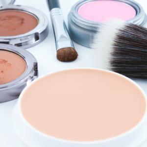 日焼け止めパウダーは肌に優しく化粧直しも簡単。おすすめランキング