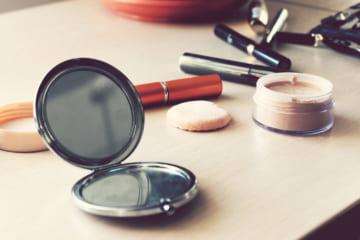 化粧崩れを防止するメイク方法。朝メイクを長くキープさせるコツとは