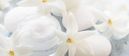 酵素洗顔で滑らかで明るい肌へ。酵素洗顔の効果や人気の洗顔料紹介