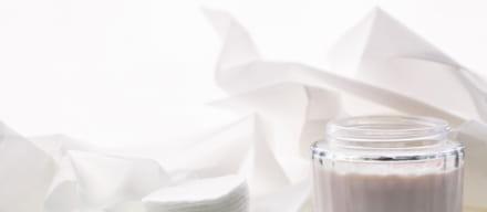 化粧水はコットンと手はどちらがいい?肌悩みに合わせた活用法