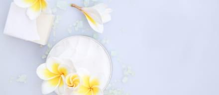 乳首が白いのは母乳の詰まりや病気が原因。よくある症状と予防法
