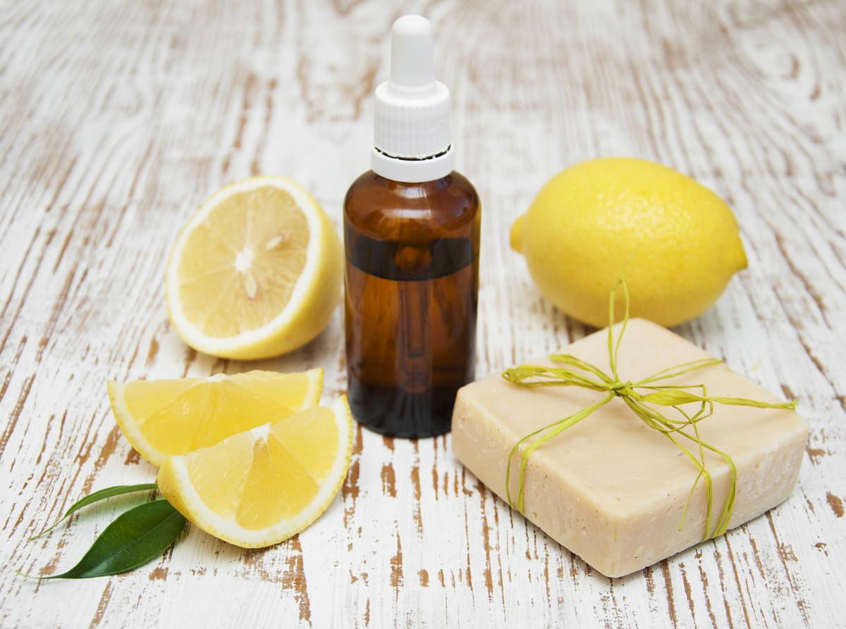 化粧水で肌美人に。悩みを解決してくれるビタミンC誘導体とは