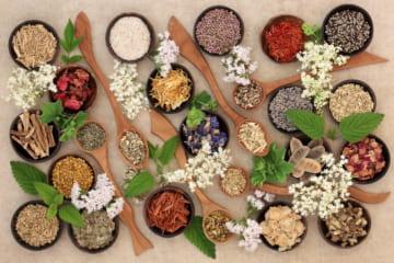 ニキビを治す効果的な食べ物【5選】大人ニキビに効く改善方法
