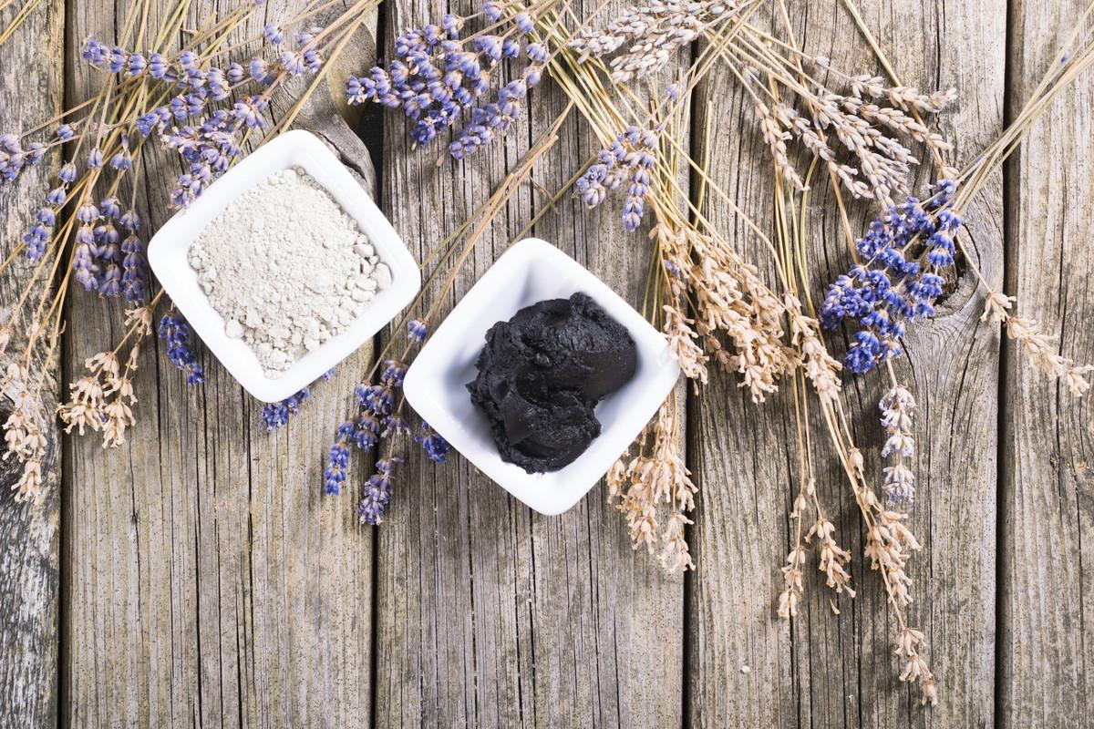 黒ニキビの原因と対処法。ニキビを生み出さない綺麗な素肌に