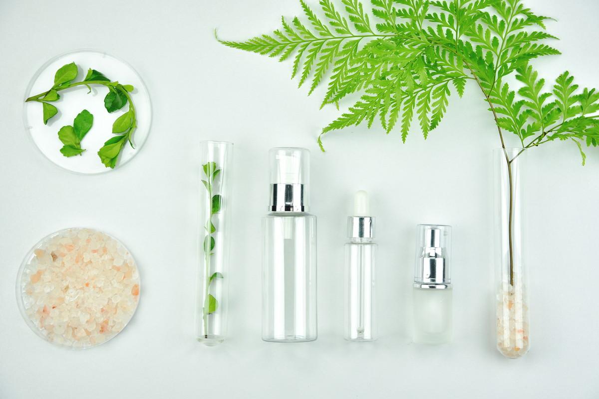 カサカサ・乾燥による肌の悩みを解決してくれる「化粧水ランキング」