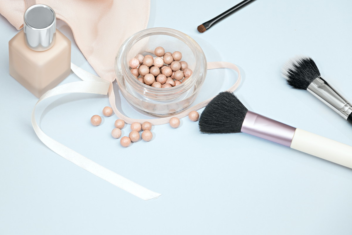 毛穴対策コスメ選びのコツ。毛穴の広がる原因を解消することが大切