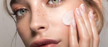 ツヤ肌になる化粧下地おすすめ人気ランキング5選。ナチュラルに輝く肌を作るコツを伝授!