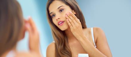 治りにくい大人ニキビに効く治療薬は?おすすめ化粧品や洗顔料も紹介